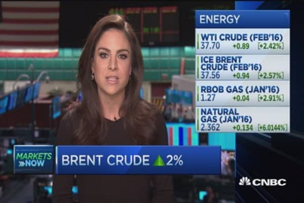 Brent crude moves up 2% in early trading