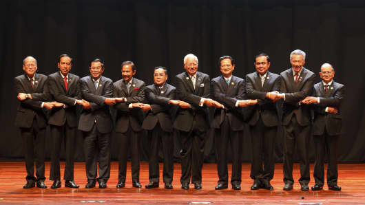 ASEAN leaders at the 27th ASEAN Summit.