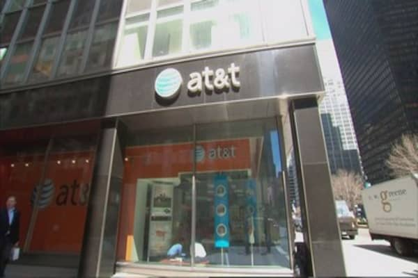 AT&T to stop two-year contracts