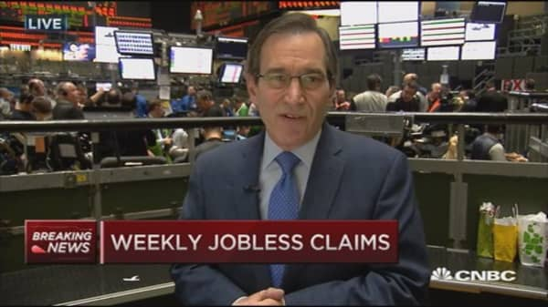 Weekly jobless claims up 20K to 287,000
