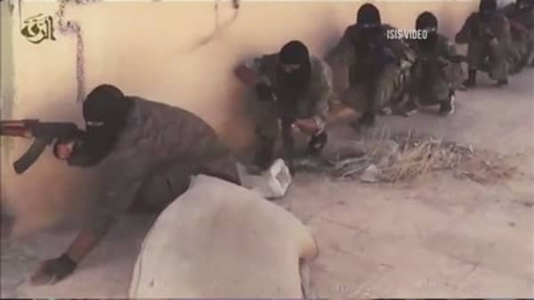 ISIS video shows killing of five British spies