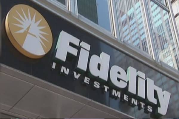 Fidelity drops American Express, Bank of America