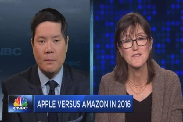 Apple versus Amazon in 2016