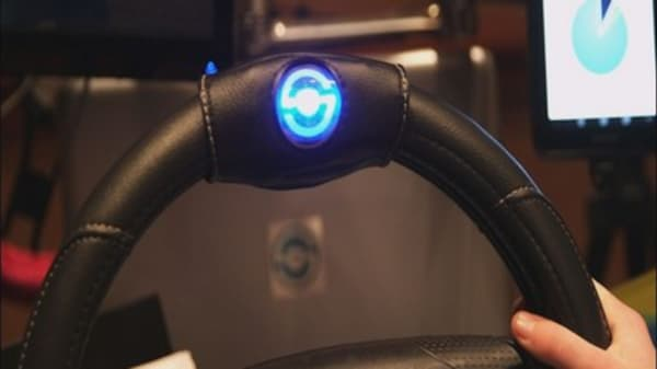 CES first-look: 'Smart' steering wheel curbs distracting driving