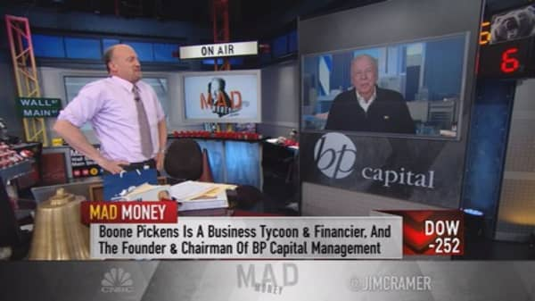 Boone Pickens to Cramer: Oil is close to bottoming