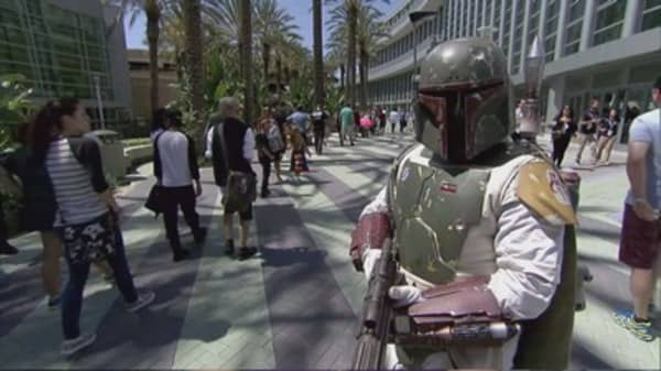 New 'Star Wars' film claims US box office record