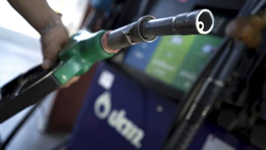 Average US gas price drops 3 cents to $2.51 for regular