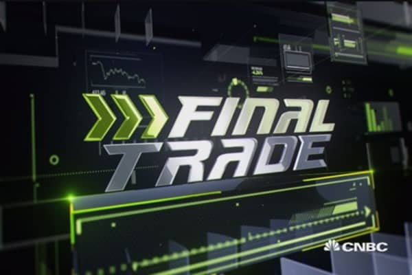 Fast Money Final Trade: WMT, AEO, GDX and more