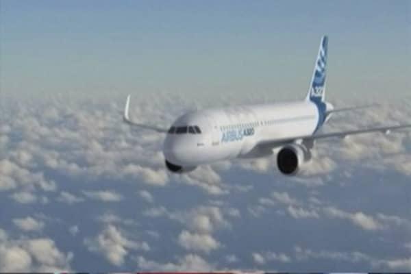 Airbus beats Boeing in orders, behind on deliveries