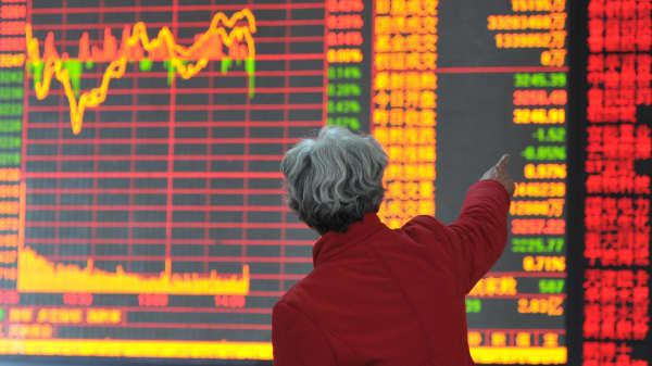 A woman at the security trading floor in Shenyang, Liaoning province of China.