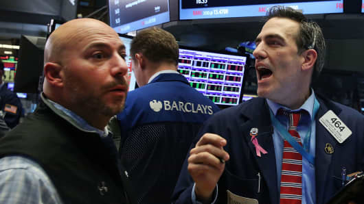 Bank Stocks Slump Even as Earnings Beat Estimates