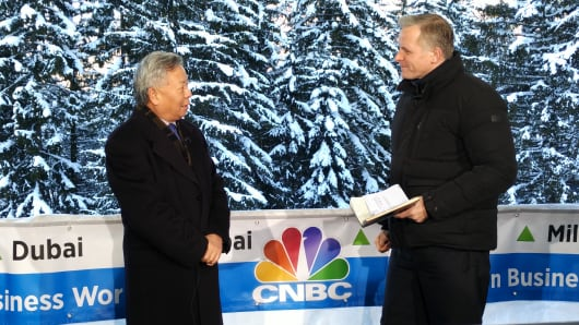 Jin Liqun on set in Davos, Switzerland with Steve Sedgwick.