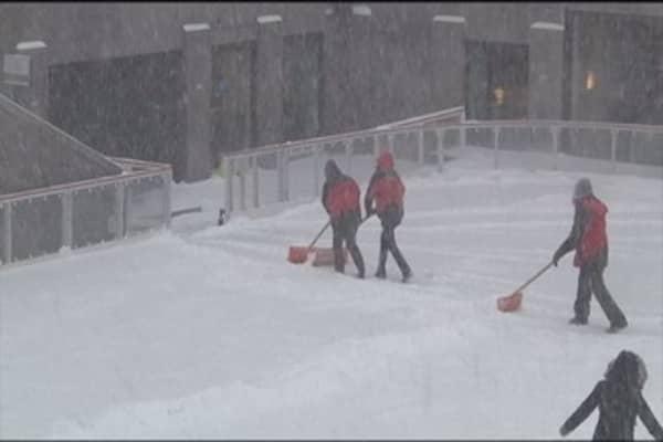 East coast snowstorm disrupts flights