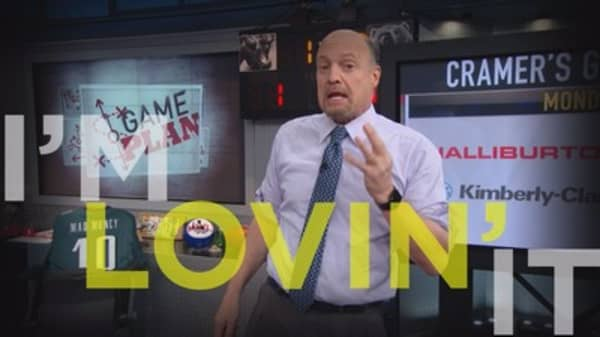 Cramer Remix: What To Expect With Apple