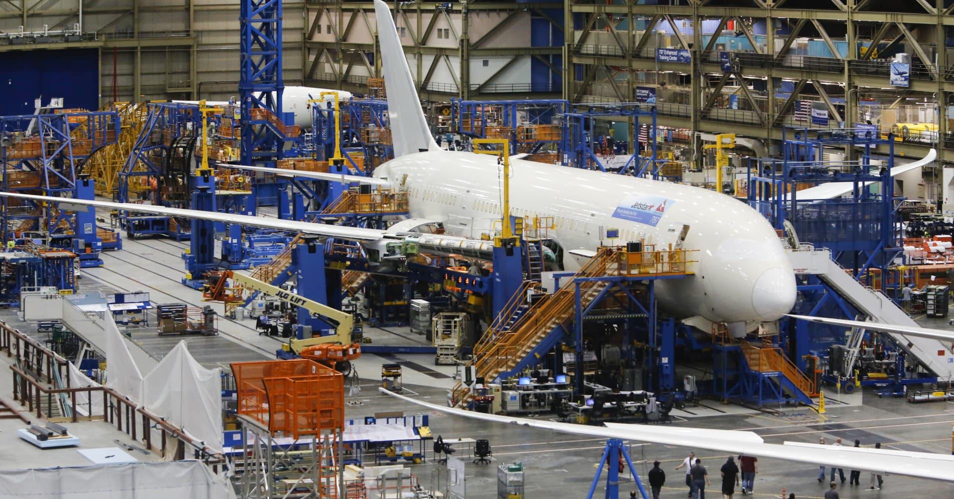 boeing expects to deliver more planes in 2017