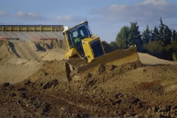 Caterpillar warns equipment sales still falling
