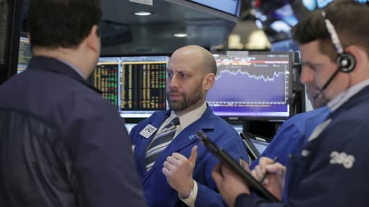 North American stock markets start week on a positive note, loonie down