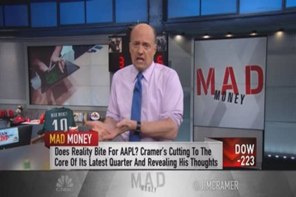Cramer: We're valuing Apple with the wrong number