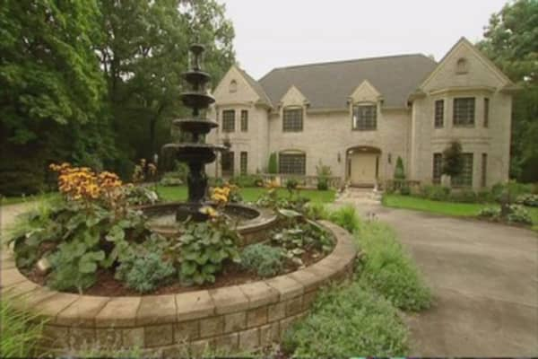 Mansion prices hit new highs in rich areas
