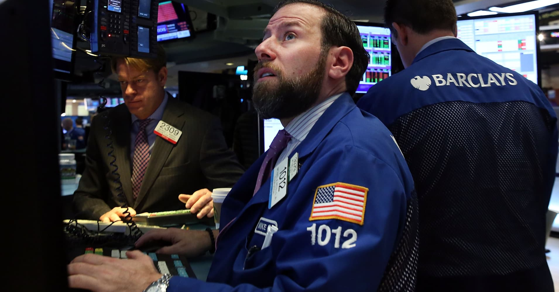 S&P 500 falls after bank shares drop; Dow decline led by Disney after profit warning