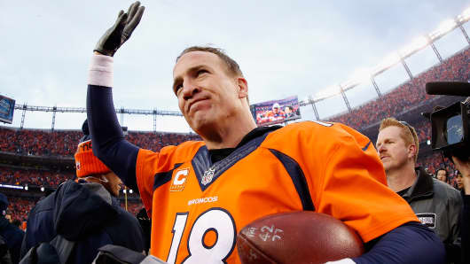 Quarterback Peyton Manning #18 of the Denver Broncos waves as he walks off the field following the AFC Championship game against the New England Patriots at Sports Authority Field at Mile High on January 24, 2016 in Denver, Colorado.