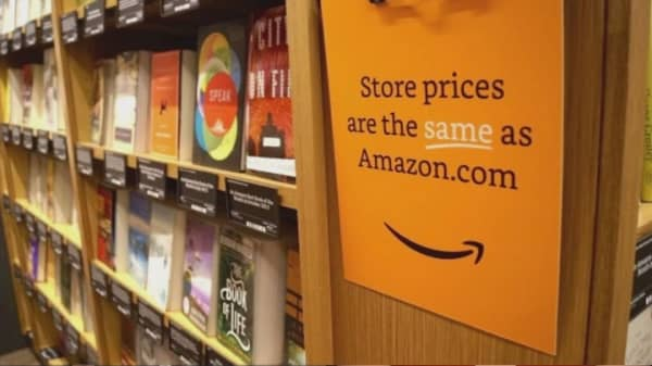 Amazon to sell books....at malls?