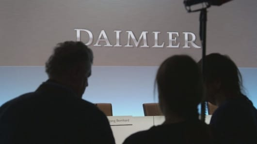 Daimler sees slower growth in 2016