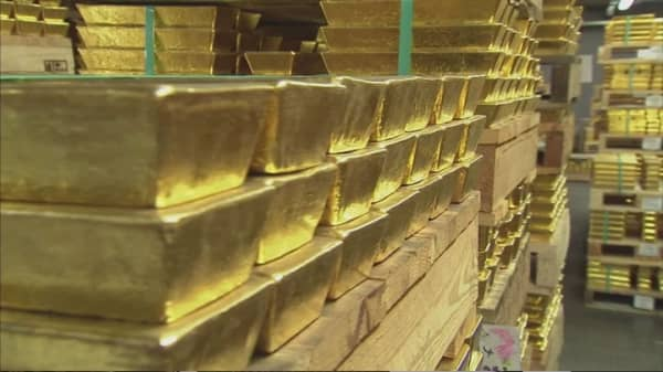 Global central banks propped up gold in 2015