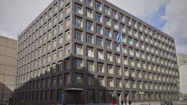Sweden's central bank cuts rates