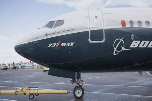 Boeing says China's Okay Airlines orders a dozen 737 planes