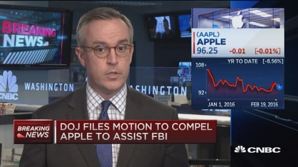 DOJ files motion to compel Apple to assit FBI