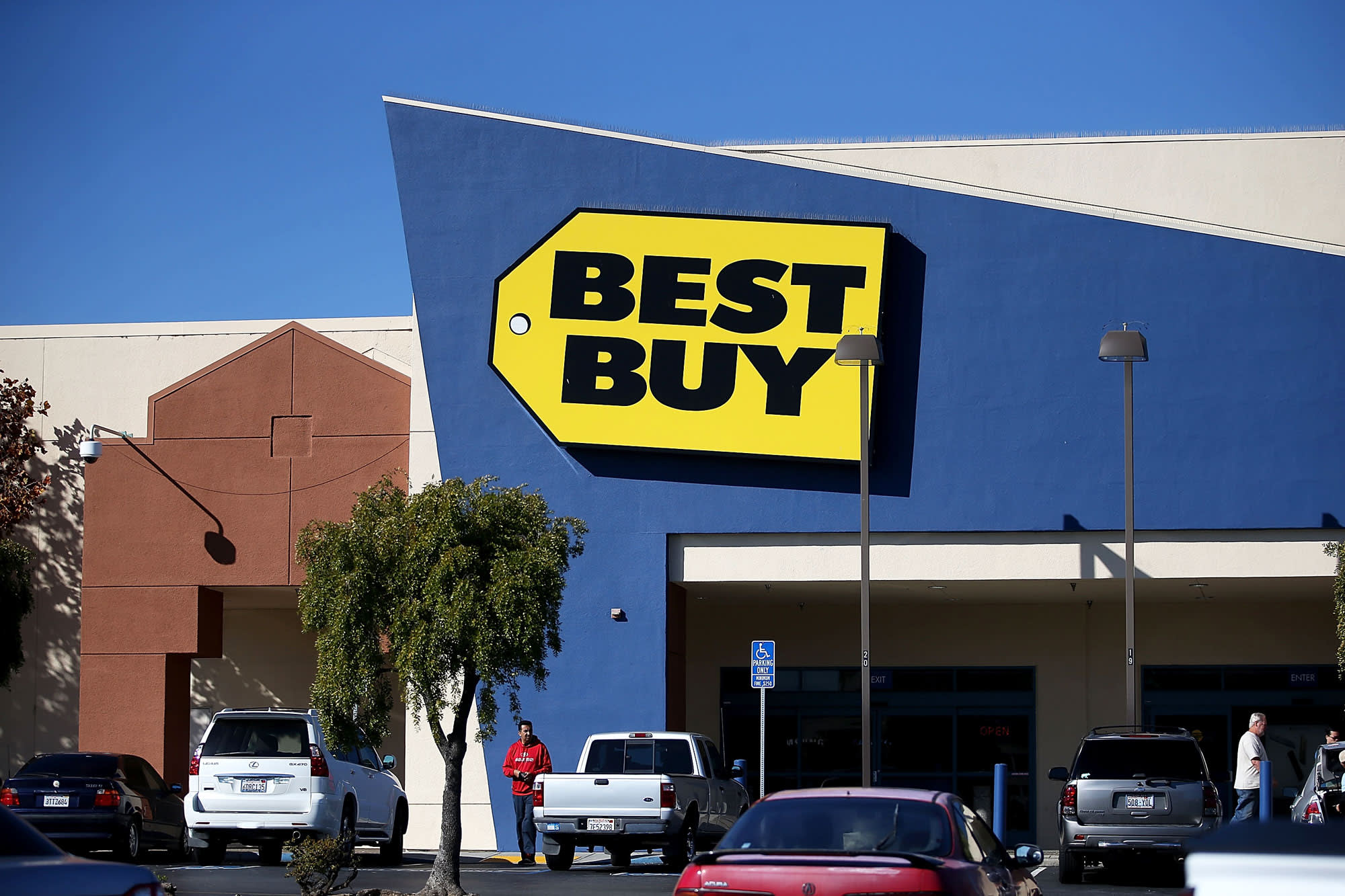 Best Buy Shares Tumble 6 After Cfos Disappointing Outlook
