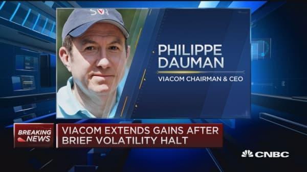 Viacom seeks minority investor for Paramount