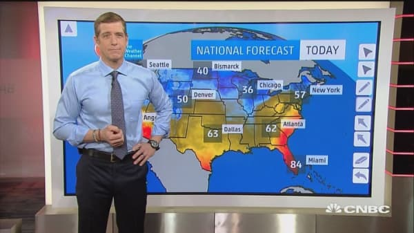 Chance of thunderstorms along Mid-Atlantic states