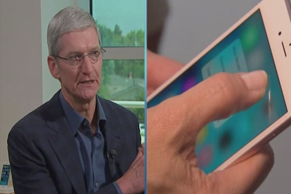 Americans still like Tim Cook: Survey