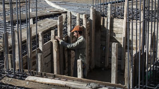 A laborer prepares concrete shuttering on the construction site of a Saima Group residential housing project in Karachi, Pakistan, on Tuesday, Dec. 15, 2015.