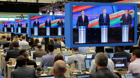 Journalists in the media filing center watch as Republican U.S. presidential candidates (L-R) Senator Marco Rubio, businessman Donald Trump and Senator Ted Cruz participate in the debate sponsored by CNN for the 2016 Republican U.S. presidential candidates in Houston, Texas February 25, 2016.