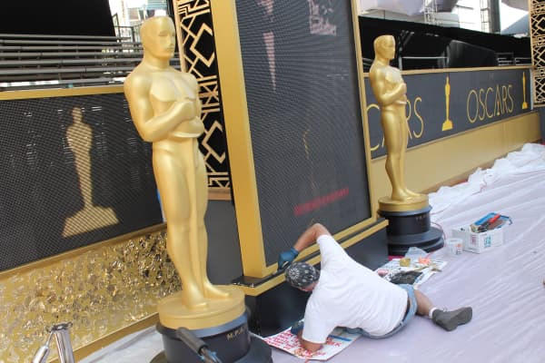 Final preparations are made on the Red Carpet on Feb 26th, 2016 ahead of the Oscars.