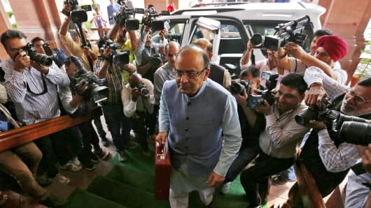 India's Finance Minister Arun Jaitley arrives at the parliament to present the federal budget for the 2016/17 fiscal year, in New Delhi, India, February 29, 2016.