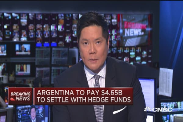Argentina settles 15-year battle with with hedge funds