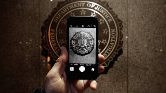 The official seal of the Federal Bureau of Investigation is seen on an iPhone's camera screen outside the J. Edgar Hoover headquarters February 23, 2016 in Washington, DC.