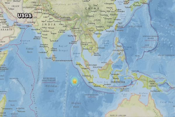 Major earthquake hits off coast of Indonesia