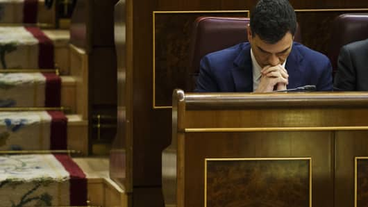 Pedro Sanchez, leader of Partido Socialista Obrero Espanol (PSOE), pauses during an investiture debate at the parliament in Madrid, Spain, on Wednesday, March 2, 2016.