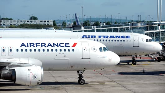 An Airbus A320 aircraft, left, and an Airbus A321, right, stand on the tarmac at Roissy Charles de Gaulle airport in Paris, France.