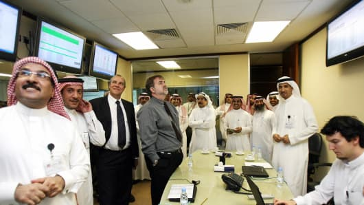 Saudi and foreign employees at the Saudi stock exchange