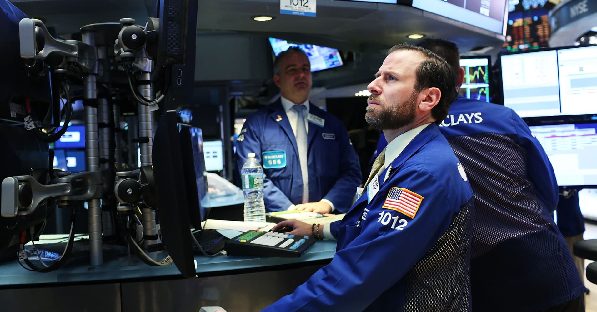 US Treasurys dip lower as bond investors await Fed speeches, data