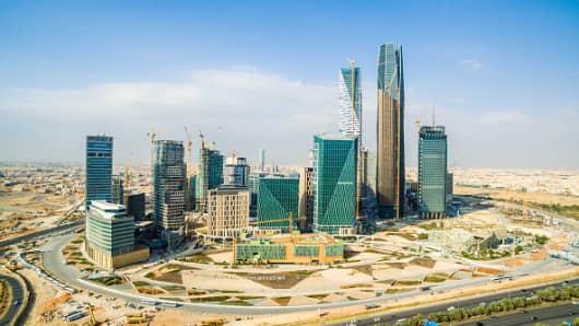 Oil price falls Saudi Arabia seeks 68 billion bank loan to shore
