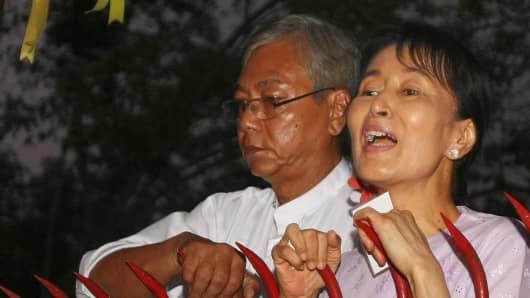 Htin Kyaw (L) and Aung San Suu Kyi (R) in 2010