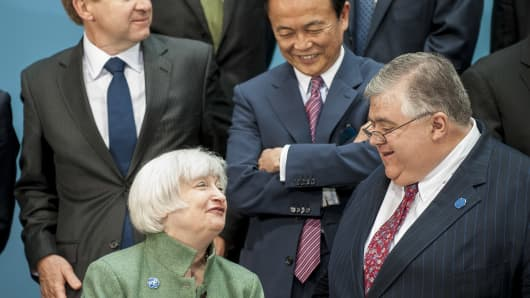 Federal Reserve Chair Janet Yellen talks with Governor of the Bank of Mexico, Agustin Guillermo Carstens.