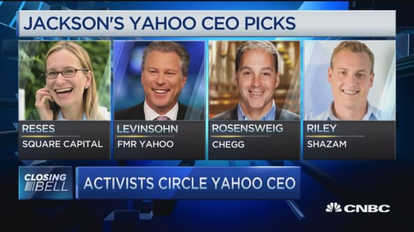 Activists circle Yahoo CEO